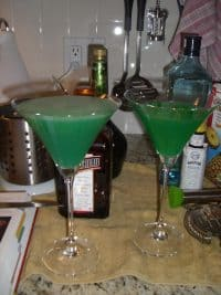 Green cocktails are perfect for Men in Black party.