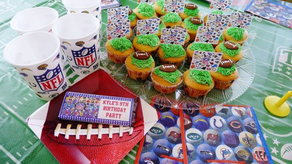 Decorate your table with football themed items.