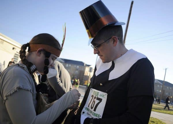Pinning on a number at Turkey Trot.